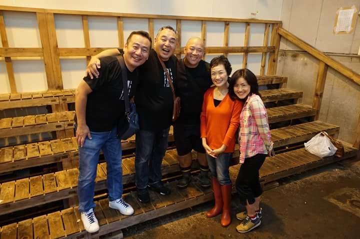 旧築地市場のセリ場にて某寿司店店主らとのスナップ