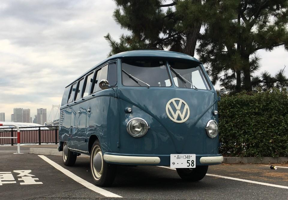 お台場に置かれた青いワーゲンバス