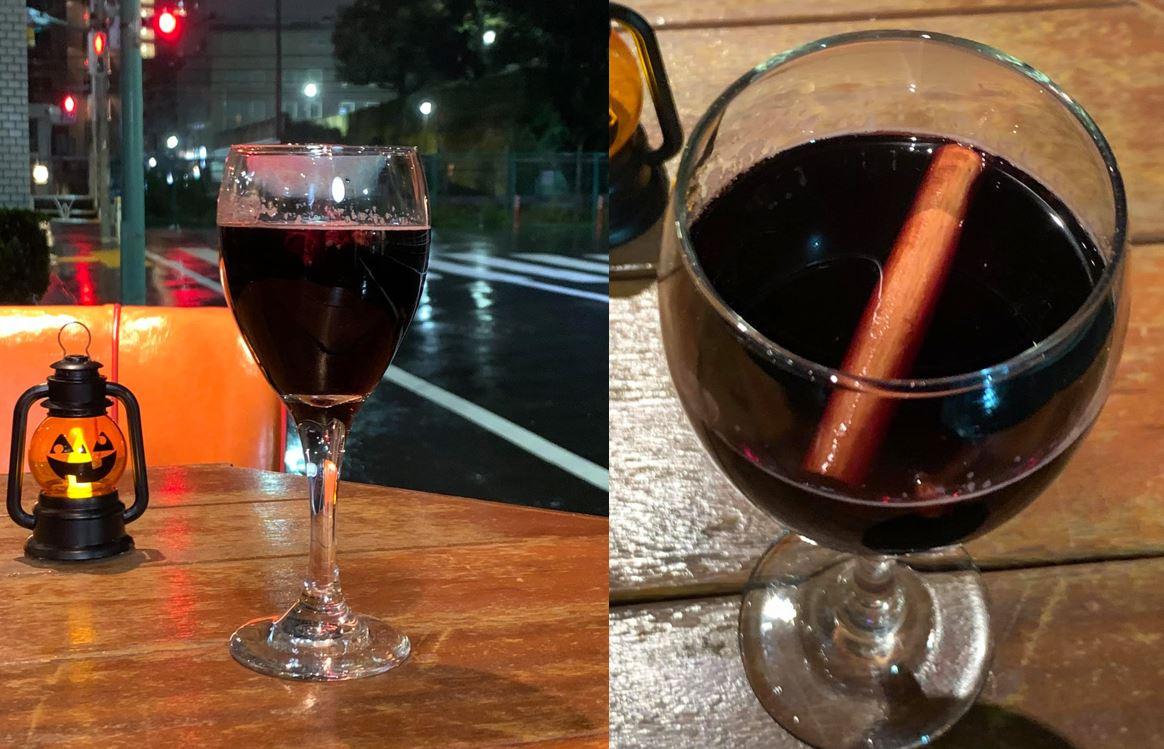 シナモンスティックを浮かべたホットワイン