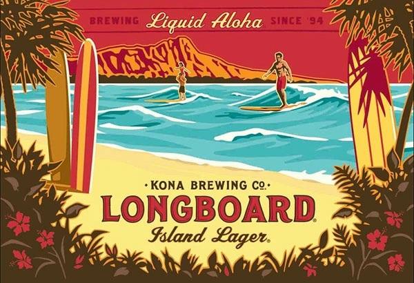 夕暮れのワイキキビーチでロングボードを楽しむ人が描かれたロングボードのラベルイラスト