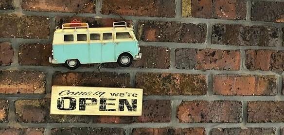 カフェテラオ入口脇の「Open」看板