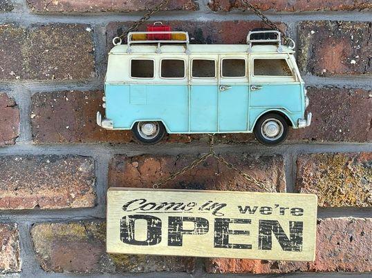 ワーゲンバスの入口看板